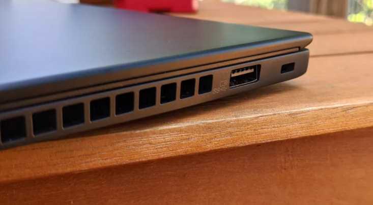 spek Lenovo ThinkPad X13 (AMD)